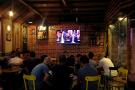 Dans un café de Tunis, lors de la retransmission d'un débat entre les candidats à la présidentielle, le 7 septembre 2019.