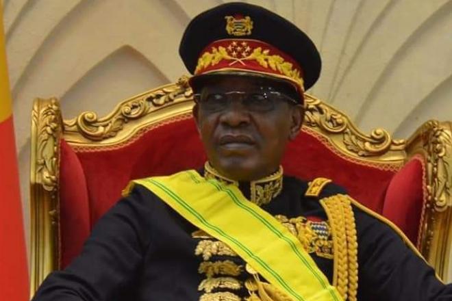 Vareuse, casquette et sabre : les nouvelles tenues très codifiées du maréchal Idriss Déby Itno