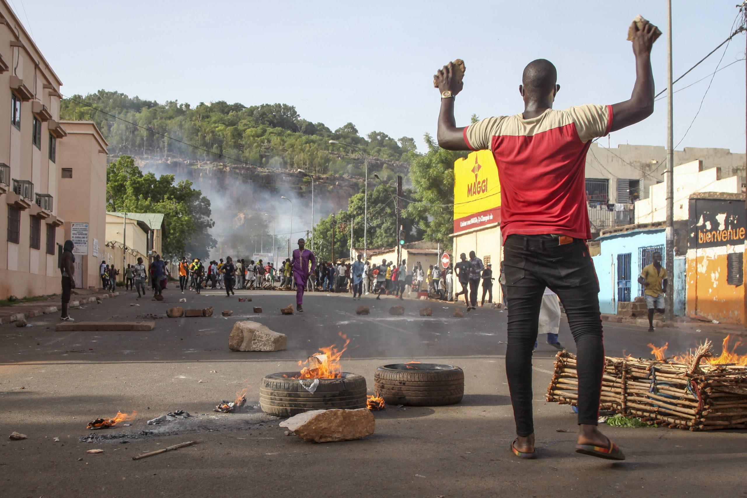 Des manifestants réclament le départ d'Ibrahim Boubacar Keïta dans les rues de Bamako, le 29 juin 2020.
