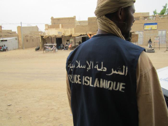 Un membre de la police islamique instaurée par les groupes armés, en 2012 çà Tombouctou.
