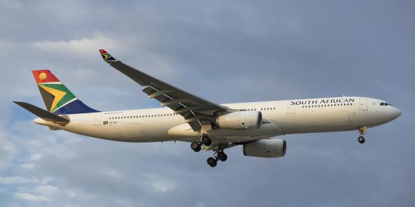 Un Airbus A330 de la compagnie South African Airways dans le ciel britannique, en août 2019.