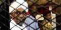 Omar el-Béchir, dans la cage du tribunal de Khartoum, le 31 août 2019 (archives).
