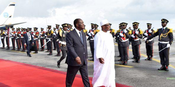 Le président ivoirien Alassane Ouattara et son homologue malien Ibrahim Boubacar Keïta, le 10 mai 2018 à Abidjan (archive).