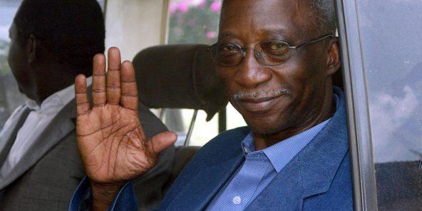 Seydou Diarra, en mars 2003 à Bouaké, à l'issue d'une rencontre avec des rebelles.