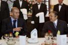 Le président algérien Abdelaziz Bouteflika lors d'un dîner avec le footballeur Zinedine Zidane à Alger, en 2006.