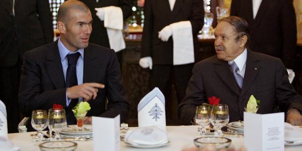 Algeriets president Abdelaziz Bouteflika vid en middag med fotbollsspelaren Zinedine Zidane i Alger, 2006.