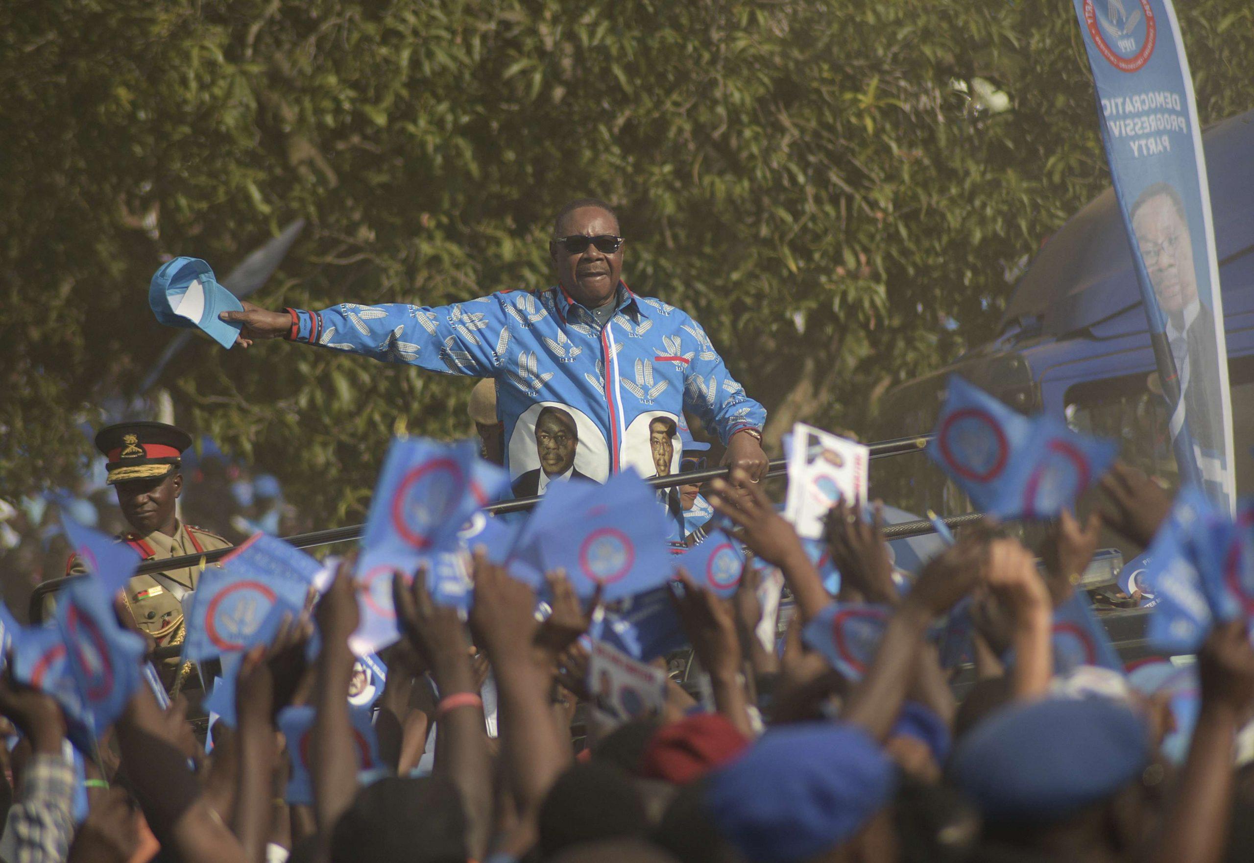 L'ex-président du Malawi, Peter Mutharika, lors d'un meeting de campagne, le 18 mai 2020.
