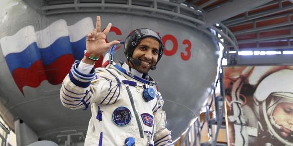 Hazza Al-Mansouri ass den éischte Bierger vun de Vereenten Arabeschen Emirater fir an de Weltraum ze reesen.