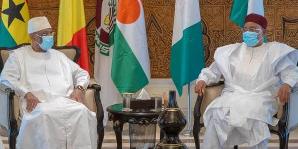 Ibrahim Boubacar Keïta a Mahamadou Issoufou, wärend der zougemaacher Dier-Reunioun, déi zu Bamako, den 23. Juli 2020 stattfonnt huet.