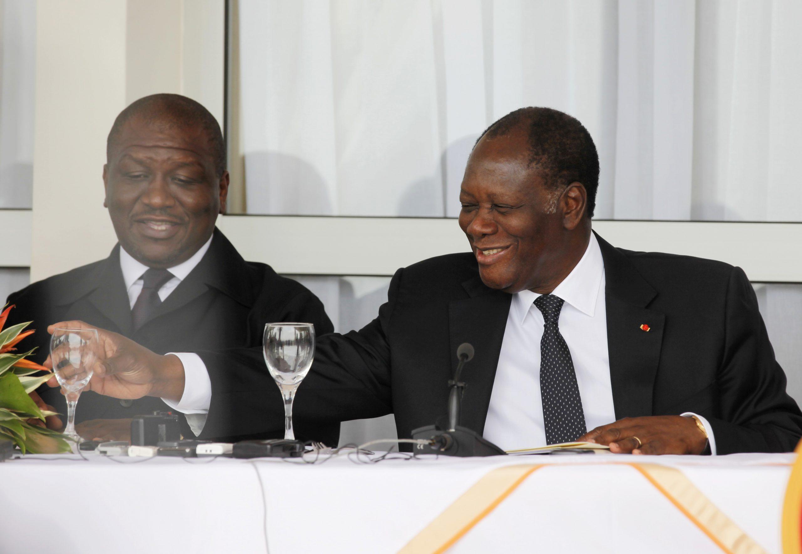 Hamed Bakayoko et Alassane Ouattara, lors d'une conférence de presse à Man, en avril 2012.