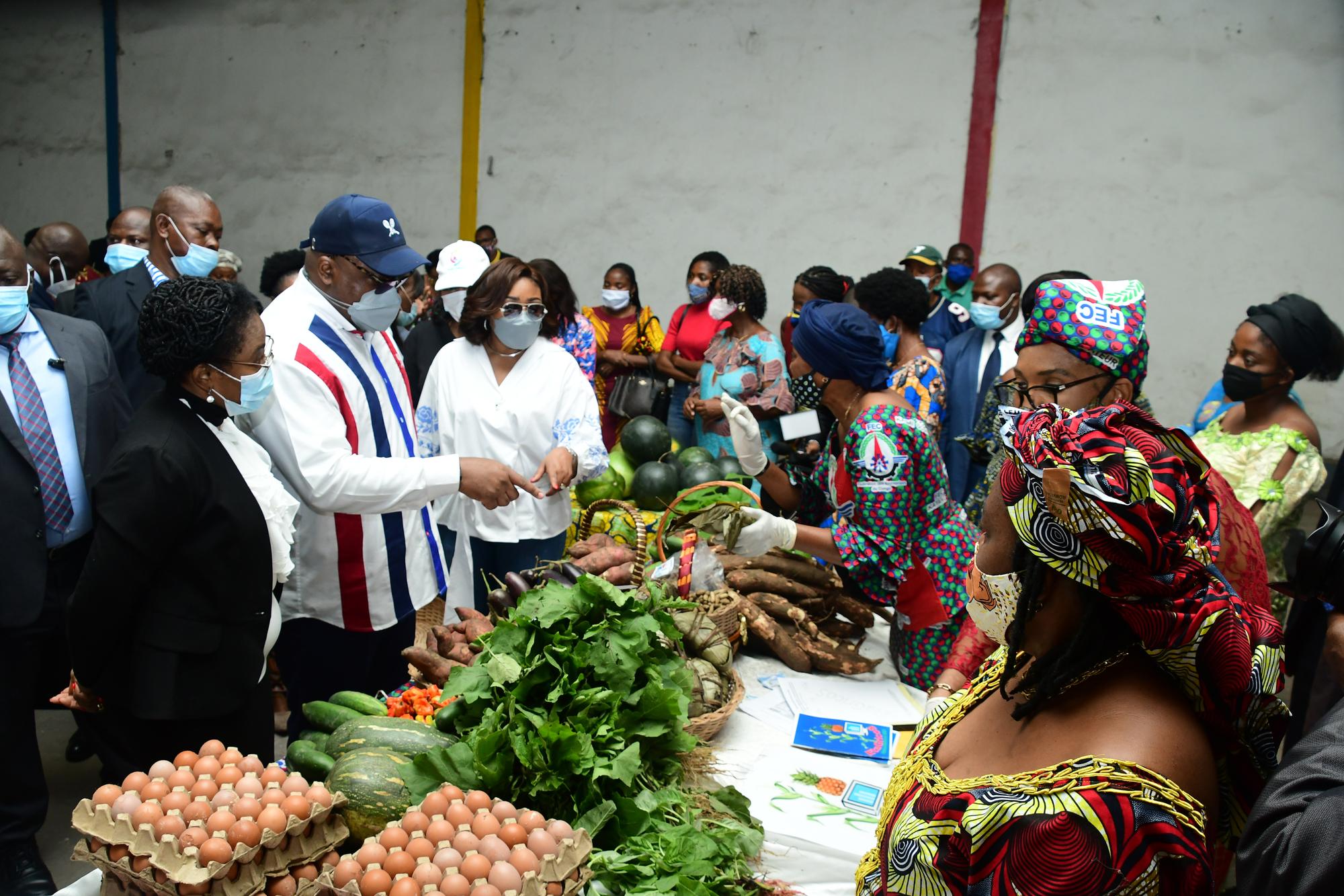Les tensions entre le Cach de Félix Tshisekedi (ici, au marché, le 20 juin) et le FCC de Joseph Kabila ne cessent d'augmenter.