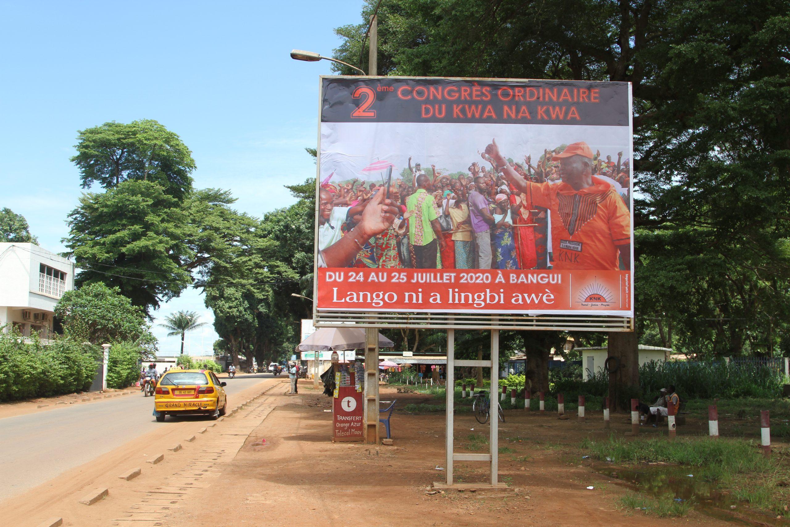 Uno dei poster del KNK, il partito di François Bozizé, che è fiorito nelle strade di Bangui in vista del congresso del 24 luglio.