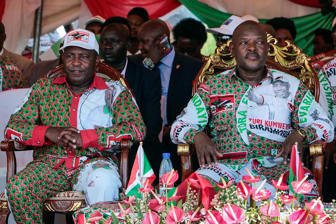 Évariste Ndayishimiye et Pierre Nkurunziza à Bujumbura, le 16 mai 2020.