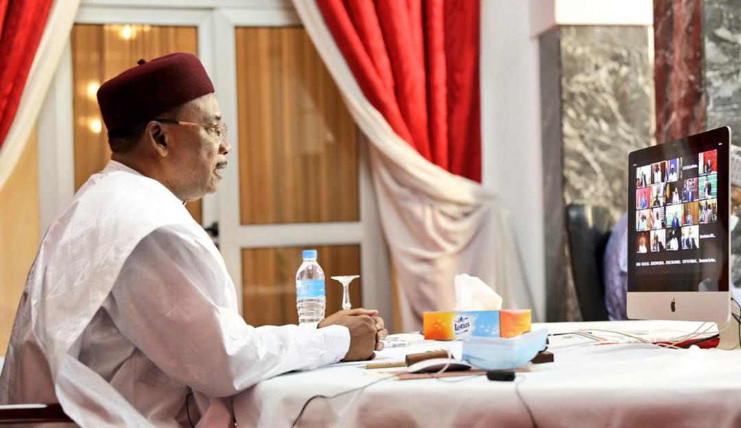 Le président nigérien Mahamadou Issoufou lors du sommet extraordinaire de la Cedeao sur la crise au Mali