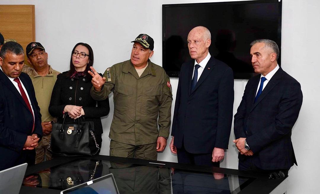 Nadia Akacha, aux côtés de Kaïs Saïed ; le 26 février 2020 à Bir Bouregba, dans les locaux de l'unité spéciale de la Garde nationale.