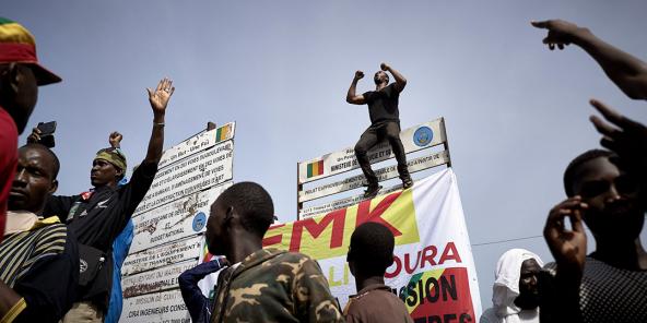 O tagata tetee i le Lotoa o Initipene i Bamako ia Iuni 19, 2020.