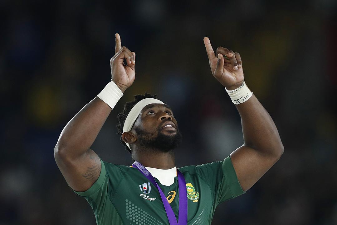 Le rugbyman Siya Kolisi après la victoire de l'Afrique du Sud face à l'Angleterre en finale de la coupe du monde de rugby, à Yokohama, en novembre 2019.