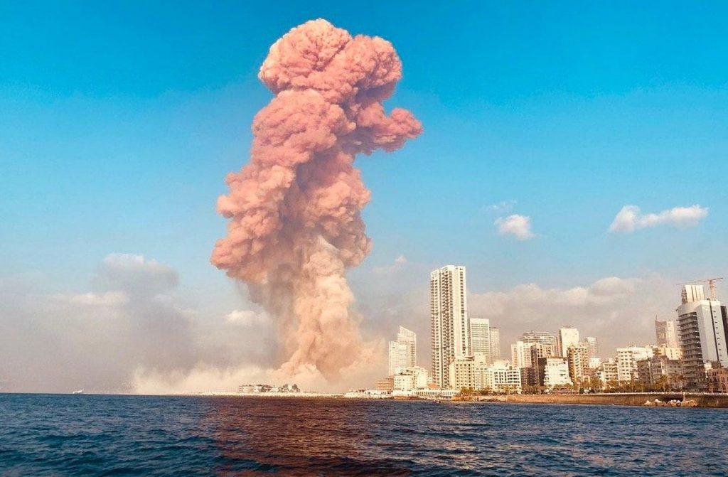 Les explosions dans le portd de Beyrouth mardi 5 août 2020 ont provoqué un immense champignon de fumée dans le ciel de la capitale libanaise.