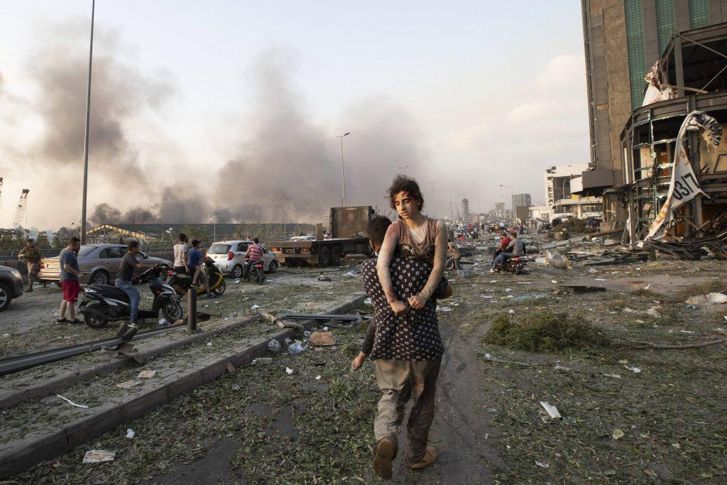 Beyrouth sous les décombres ce mardi 4 août après la double explosion survenue dans le port.