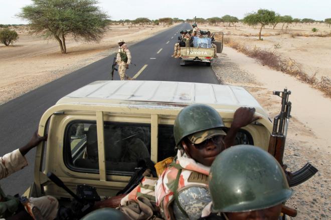 Une patrouille de soldats nigériens à Diffa.
