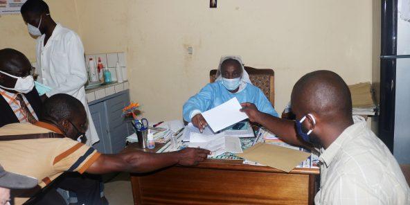 Dans un centre de santé à Douala, en juin 2020.