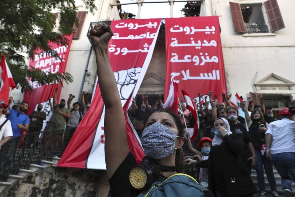 """Manifestations anti-gouvernement à Beyrouth le 8 août 2020, au slogan de """"Beyrouth, capitale de la révolution""""."""