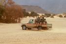 Des soldats nigériens patrouillent dans le désert d'Iferouane en février 2020 pour protéger touristes et dignitaires pendant le festivalde l'Aïr.