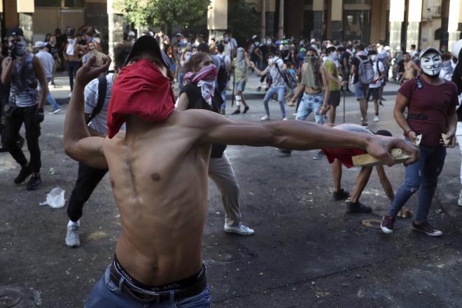 La démission du gouvernement ne suffit pas à calmer la colère des Libanais