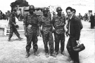Mohamed Kouaci au premier plan à droite, frontière de l'est algérien  vers 1961.