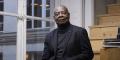 L'écrivain congolais Emmanuel Dongala, dont l'œuvre reflète un souci de justice, s'est exilé aux États-Unis en 1998.
