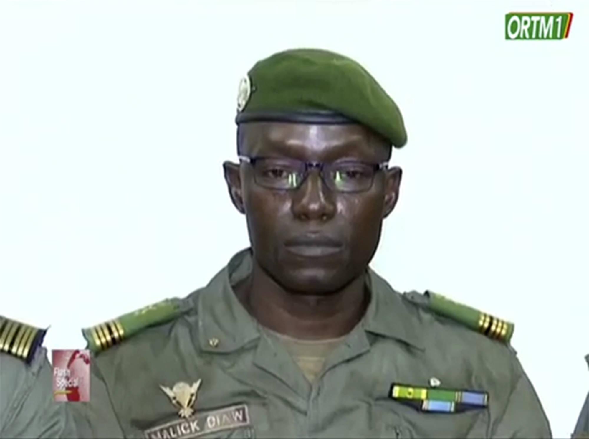 Le colonel Malick Diaw, lors de la première apparition télévisée des putschistes, le 19 août 2020 sur l'ORTM.