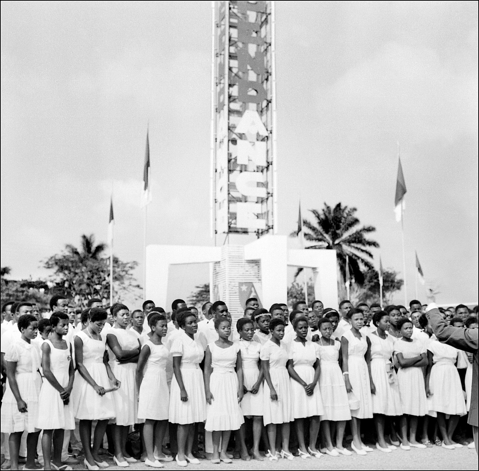 Le 3janvier 1960, les candidates au concours de Miss Indépendance du Cameroun participent au défilé.