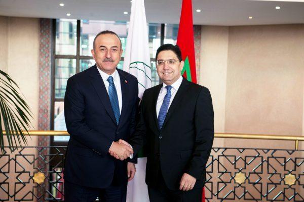 Les ministres des Affaires étrangères Mevlüt Çavusoglu (à g.) et Nasser Bourita, le 12décembre 2019, à Rabat.