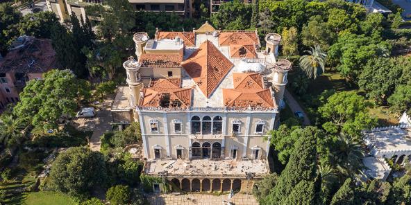 Une vue aérienne du palais Sursock, lourdement endommagé par la double explosion survenue à Beyrouth, au Liban.