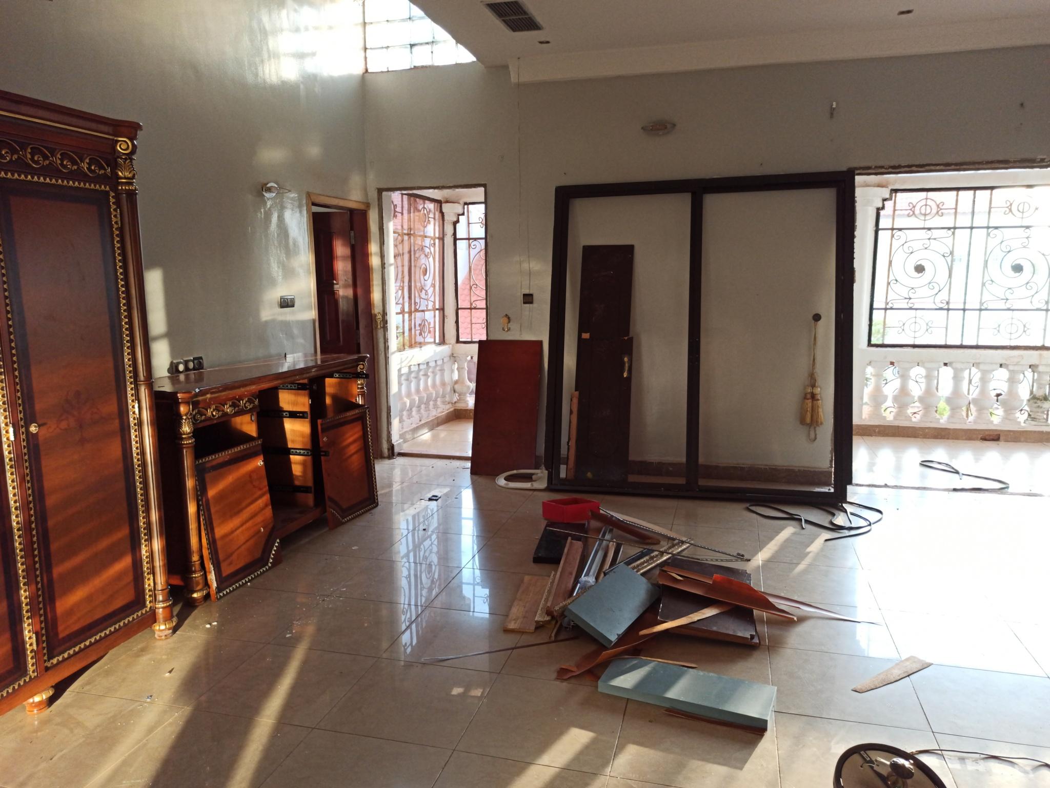 La maison pillée de l'ancien ministre malien de la Justice, Kassoum Tapo, en août 2020, à Bamako.
