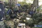 Combattants et armes des insurgés ismalistes mozambicains suite aux affrontements du 6 août 2020, près de Mocimboa da Praia.