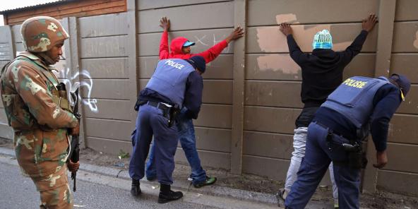 L'armée sud-africaine a été déployée dans les quartiers sensibles du Cap (ici à Manenberg en mai 2015, photo d'illustration) pour y épauler la police dans sa lutte contre les gangs criminels.