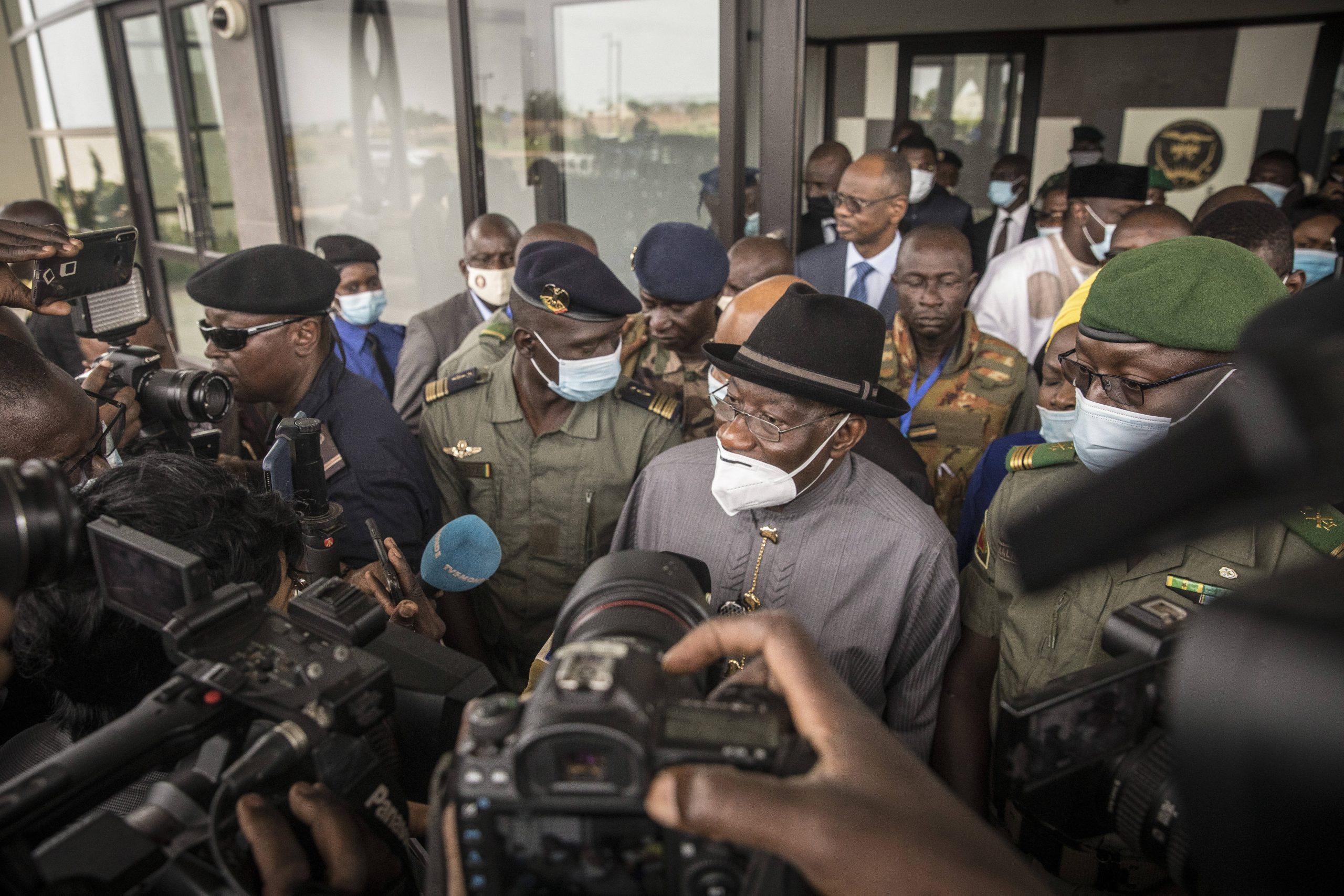 Le médiateur de la Cedeao Goodluck Jonathan, le 22 août à Bamako, à l'issue d'une rencontre avec les représentants des militaires du CNSP.