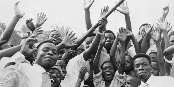 Des Congolais célèbrent la déclaration d'indépendance, le 7 janvier 1960 à Leopoldville.
