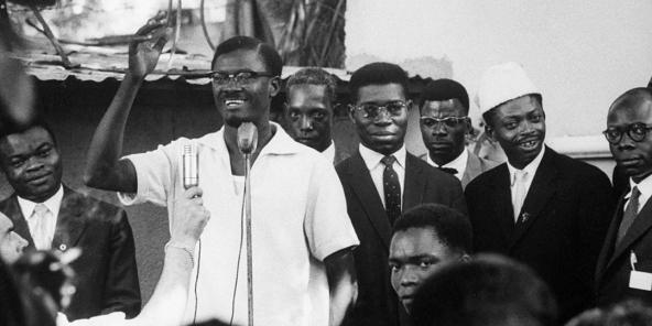 Patrice Lumumba s'exprimant lors d'un rassemblement politique au moment de l'indépendance.