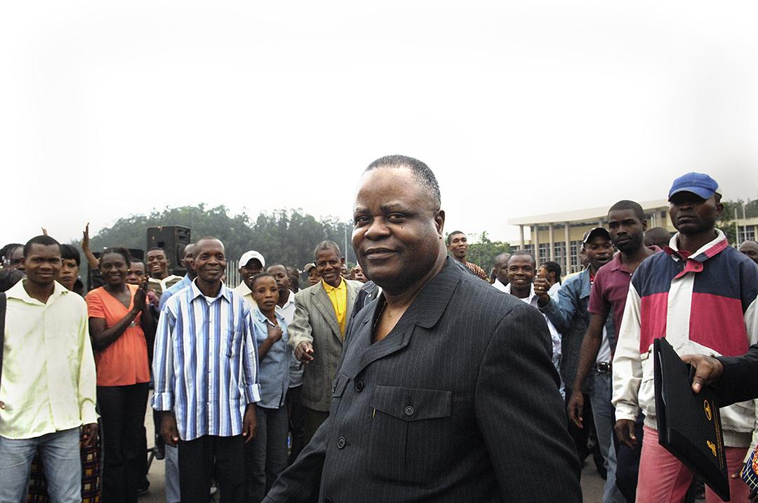 Mathias Dzon, lors de la campagne présidentielle de 2009 au Congo.