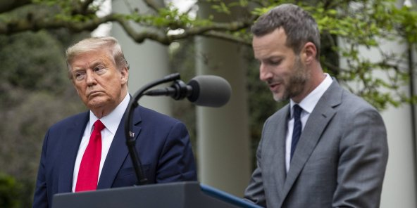 Donald Trump et Adam Boehler, directeur général de l'International Development Finance Corporation (DFC)