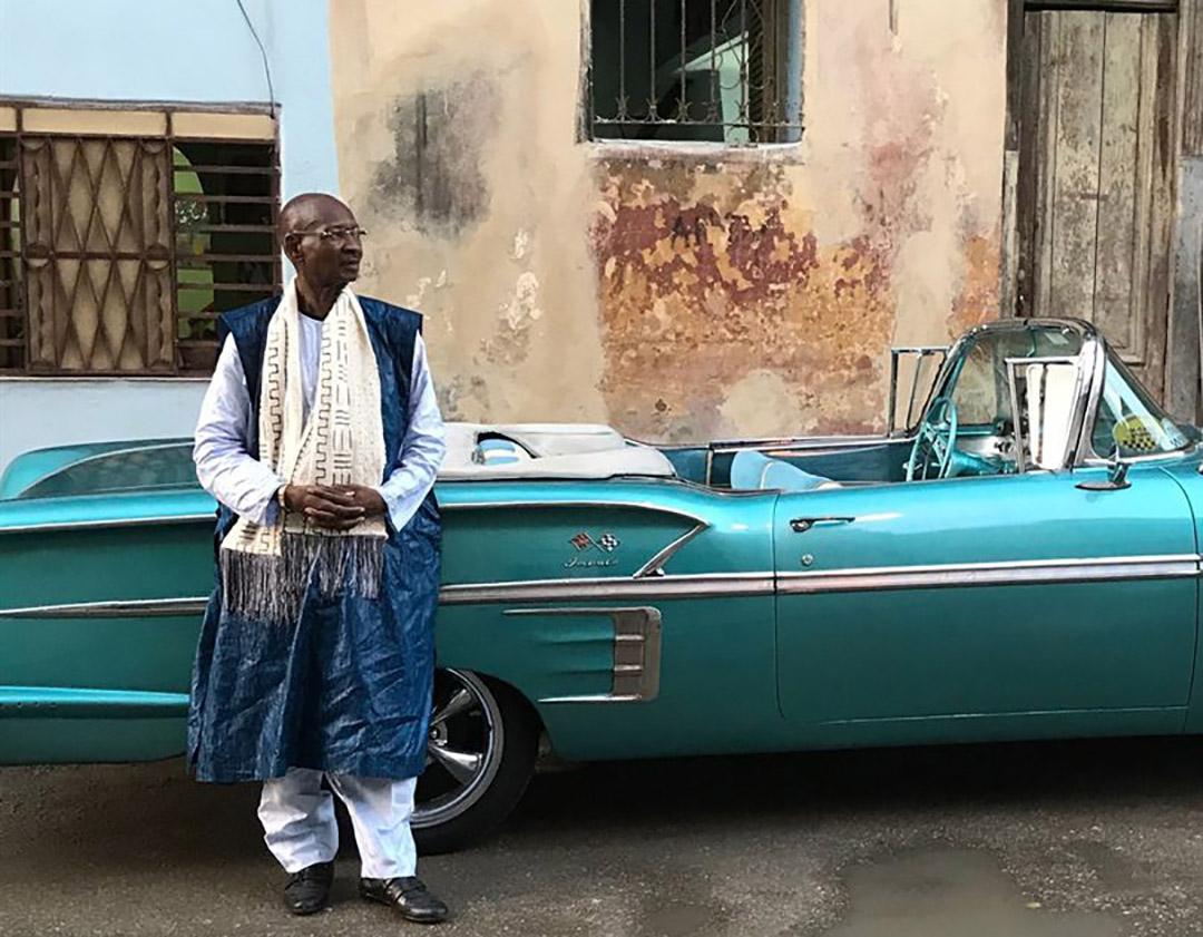 Le flûtiste et compositeur Boncana Maïga, surnommé « le Maestro », était le chef d'orchestre de « Las Maravillas de Mali ».
