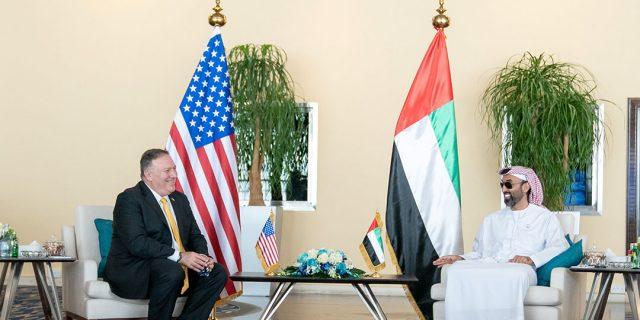Mike Pompeo à Abu Dhabi le 26 août 2020, lors de sa rencontre avec Sheikh Tahnoun bin Zayed Al Nahyan.