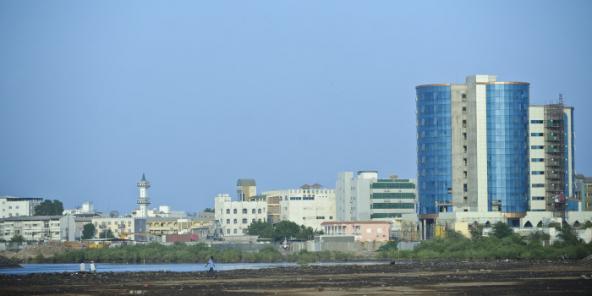 Vue de Djibouti et de la Salaam Tower, siège local de la Salaam African Bank.