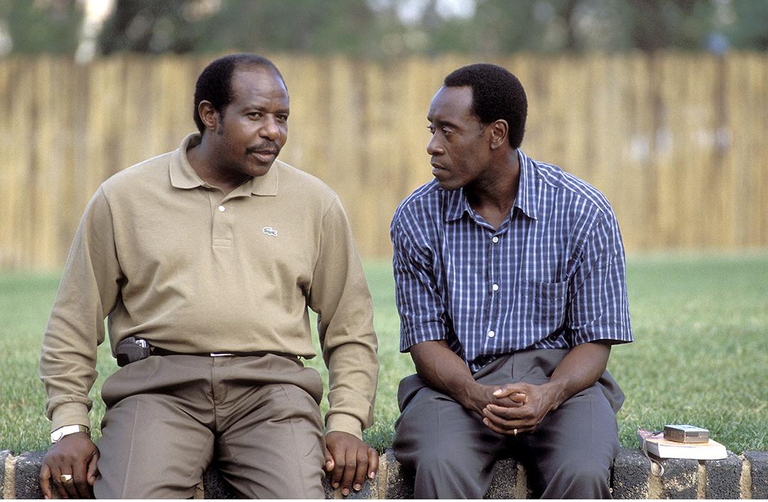 Paul Rusesabagina et l'acteur Don Cheadle sur le tournage de «Hotel Rwanda» (2004), de Terry George