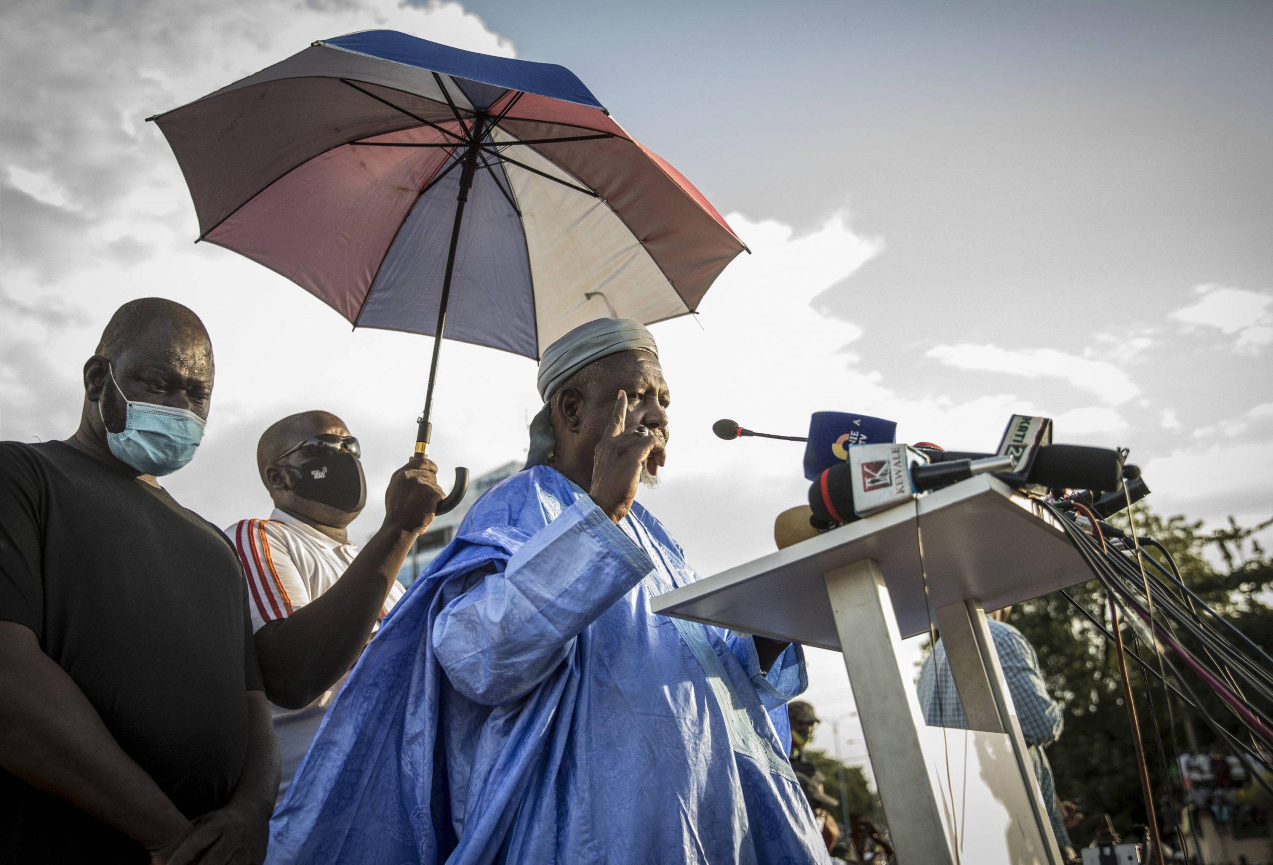 L'imam Dicko, sur la place de l'Indépendance à Bamako, le 21 août 2020.