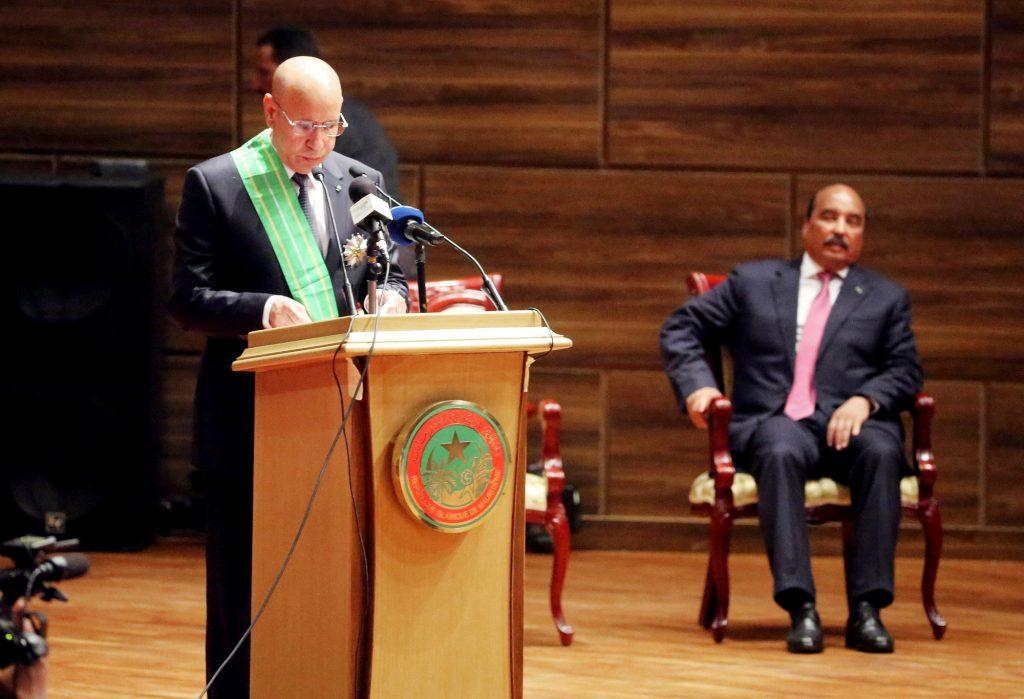 Lors de la passation de pouvoir entre Mohamed Ould Abdelaziz (à dr.) et Mohamed Ould Ghazouani, à Nouakchott, le 1eraoût 2019.