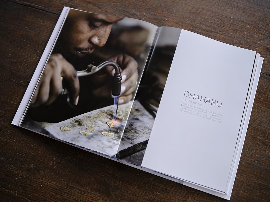 """""""Mayotte, l'âme d'une île"""". Photographies : Thierry Cron, textes : NassufDjailani. Éditions des Autres, 200 pages, 45 euros."""