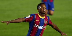 Ansu Fati, du FC Barcelone, célèbre le but d'ouverture du match de football de la Liga espagnole entre le FC Barcelone et le Villareal FC au stade Camp Nou de Barcelone, le 27 septembre 2020.